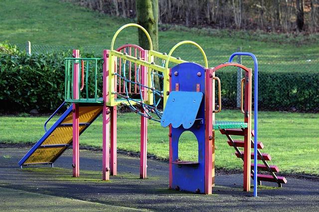 【子供の室内遊びに】家に置ける滑り台やジャングルジム、トランポリンで人気なのは?