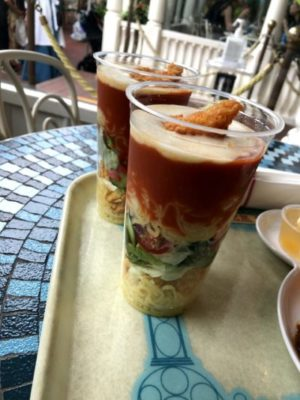 エビとサラダのディズニーランド冷やし麺(トマトソース)