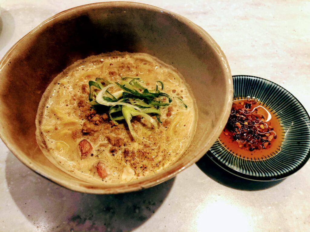 胡麻香る担担麺